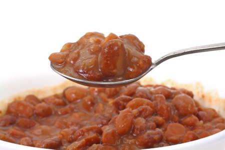 cuiller�e: Une cuill�re g�n�reuse de haricots en conserve de pinto.