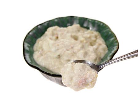 cuiller�e: Une cuiller�e de soupe de palourdes � un angle