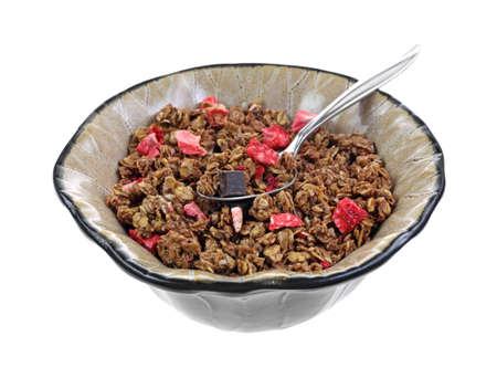 freeze dried: Un taz�n de granola con bayas y el chocolate trozos Foto de archivo