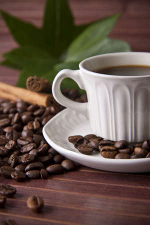 humo: taza de caf� y granos de caf� tostado Stock Photo