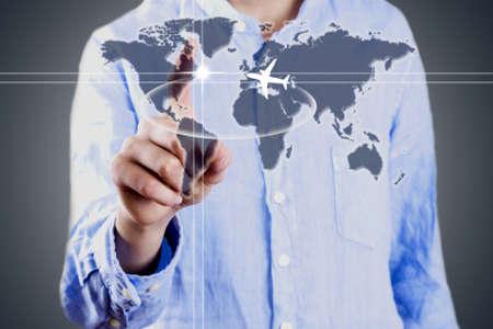 拡大: 世界地図、ビジネスを持ったビジネスマン 写真素材