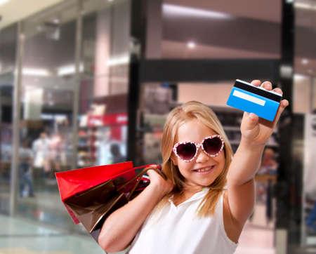 Meisje winkelen in het winkelcentrum Stockfoto - 22428145