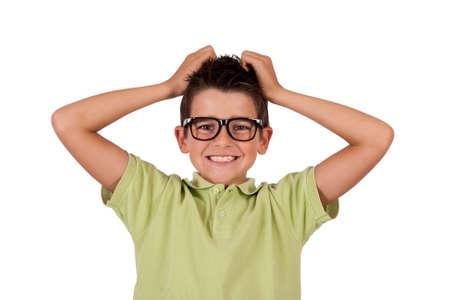 tantrums: ragazzo con le mani nei capelli