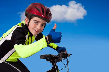 ropa deportiva: ropa deportiva bicicleta del ni�o Foto de archivo