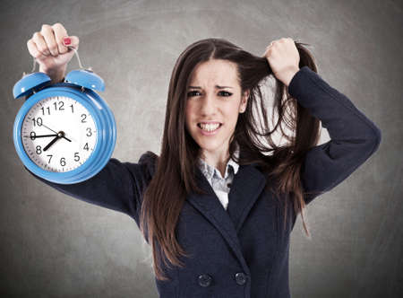 desesperado: Mujer de negocios desesperada con el reloj
