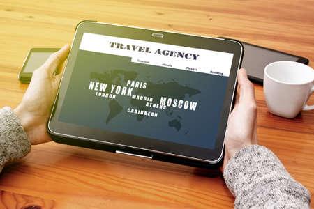 agencia de viajes: consulte con la agencia de viajes online Foto de archivo