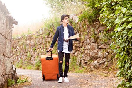 jonge toerist met camera reizen