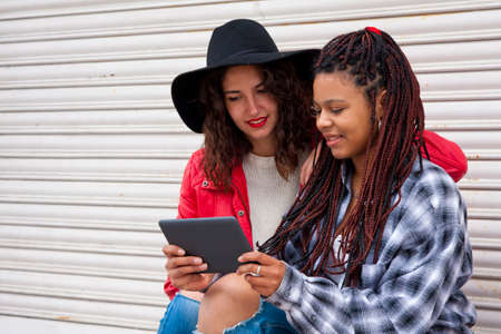 bloggers: friends with the tablet on the street