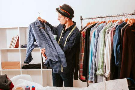 Personal Shopper in der Modegeschäft
