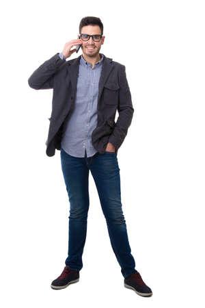 hombre con teléfono aislado sobre fondo blanco cuerpo completo