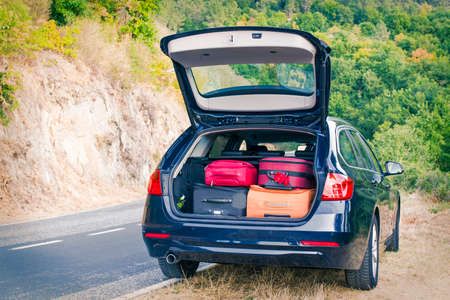 car with trunk loaded with suitcases and luggage 스톡 콘텐츠