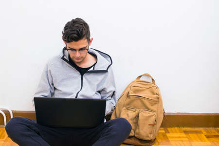 student with the computer and backpack of the college or university 版權商用圖片 - 104488502