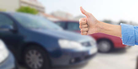buy car, hand with gesture of guarantee and satisfaction Stockfoto - 115671588