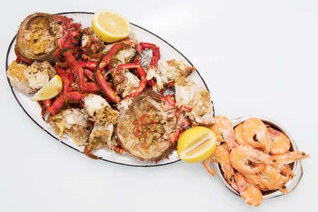 vassoio di granchi e crostacei dell'estuario della Galizia