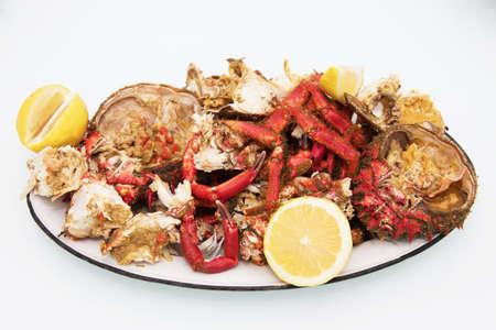Bandeja de cangrejos y mariscos de la ría gallega
