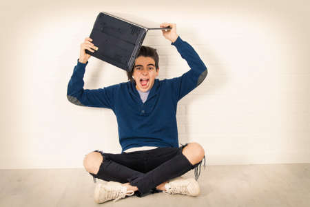 young man furious with the laptop Stockfoto