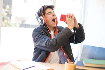 young singing with mobile phone and earphones Stockfoto