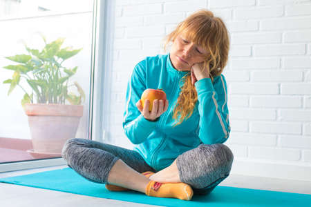 woman with sportswear and fruit, exercise and diet Stockfoto