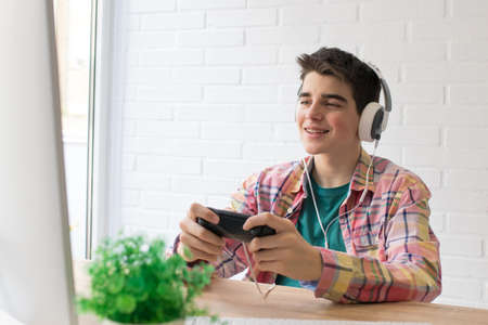 child or young teenager playing with the console Imagens