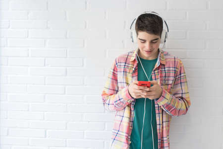 teen with mobile phone and headphones Imagens