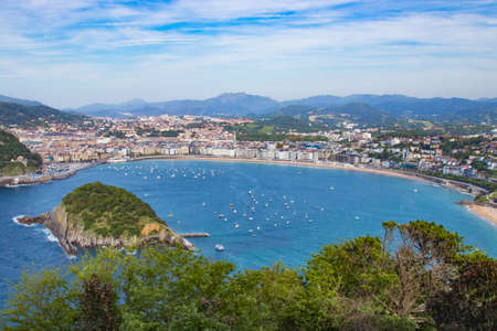 panorama und landschaft des strandes der muschel in san sebastian, donostia, spanien Standard-Bild