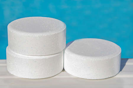 chlorine tablets from swimming pools, cleaning and maintenance Zdjęcie Seryjne