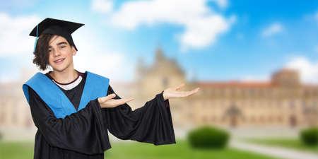 校园毕业,年轻学生度过了学位