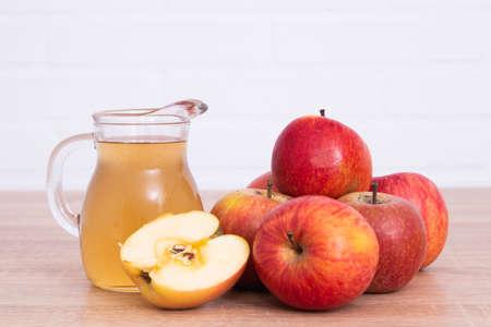 apple cider or vinegar with natural apples Stockfoto