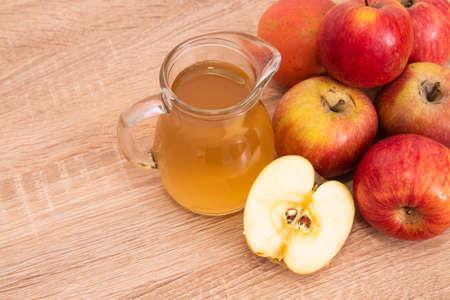 natural apple cider vinegar, ingredient and cooking seasonings Standard-Bild