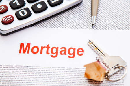 mortgage, non-intellectual property mortgage contract or document with keys and calculator 版權商用圖片