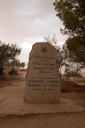 Monumento Memoriale di Mos� sul Monte Nebo di fronte al Mar Morto, al confine tra Giordania e Israele Editoriali
