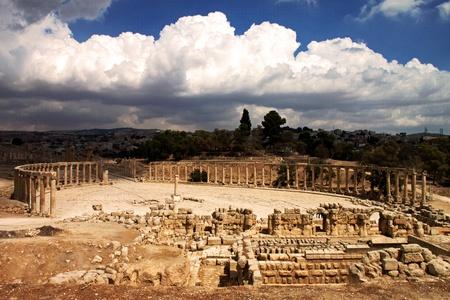 Vista panoramica della Piazza Ovale famoso Jerash, Giordania