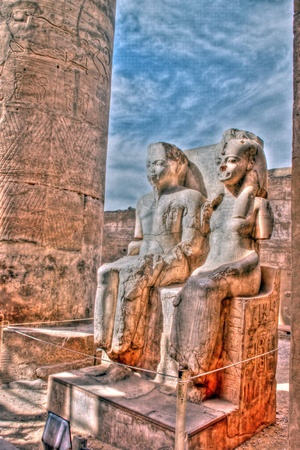 queen nefertiti: Statue of Pharaoh Tutankhamen and Queen Nefertiti at the Temple of Luxor, Egypt tonemapped Stock Photo