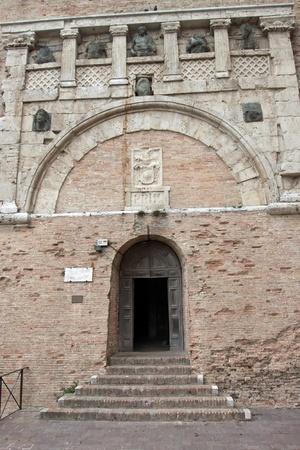 priori: Portale delle Arti del Palazzo dei Priori a Perugia, Umbria, Italia