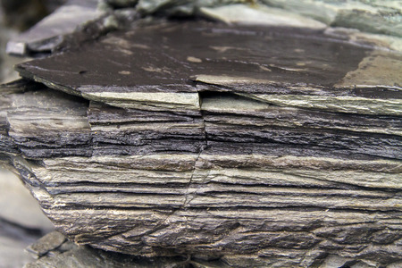 fine rock layers with fracture closeup, Newfoundland Banque d'images - 128446054