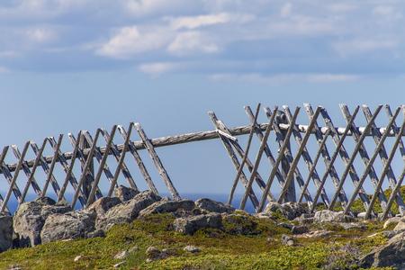 old wood criss-cross fence with gap at Bonavista, Newfoundland Banque d'images - 133204376