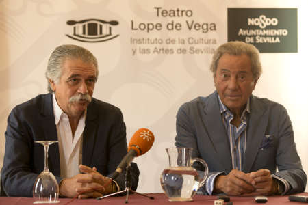 arturo: SEVILLE, SPAIN May 14: (LR) Director of the Teatro Lope de Vega Victor Rodriguez Yague and Arturo Fernandez cater to media in a press conference during the presentation of the book Men Do not Lie at the Teatro Lope de Vega in Seville, Spain Editorial