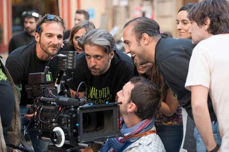 filmregisseur: Sevilla, Spanje, 31 oktober: Spaanse filmregisseur en scenarioschrijver David Chamizo tijdens de opnames buiten de film - Maldita venganza - in Sevilla, Spanje. Redactioneel
