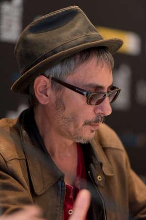 filmregisseur: SEVILLE, SPAIN, November 11: Film director Leos Carax atends the press conference in Seville, Spain Redactioneel