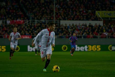 profesional: SEVILLA, ESPANA, ENERO 25, 2014  Gameiro en el 66encuentro entre el Sevilla y el Levante correspondiente a la jornada 21 de la Liga BBVA 2013-2014  disputado en el estadio Sanchez Pizjuan el 25 de enero de 2014  en Sevilla, Espana Editorial