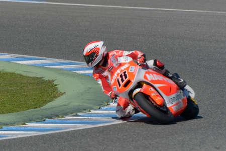 JEREZ DE LA FRONTERA, SPANJE, 19 FEBRUARI, 2014: De Spaanse loods Nicolas Terol tijdens opleidings Moto2 2014 op de renbaan in Jerez de la Frontera, Spanje. Redactioneel