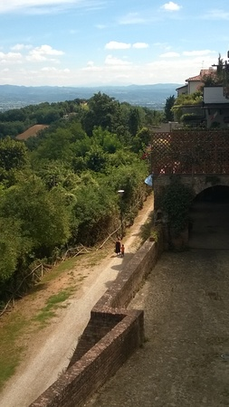 parapet: View from the parapet of a  Mother and Child walking in the valley in Tuscany, Italy in Summer Stock Photo