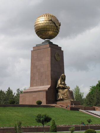 Mother Statue and Monument of Independence at Tashkent Stock Photo - 13669193