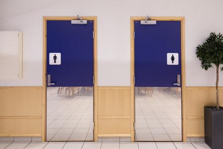 toilette: toilette entrance