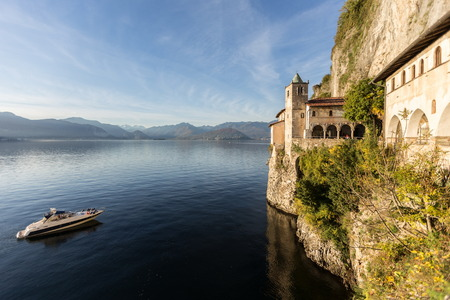 サンタ カテリーナ デル サッソ修道院、イタリア、ヴァレーゼ 写真素材
