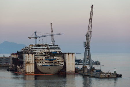 shipbuilding: disassembling process in the harbour