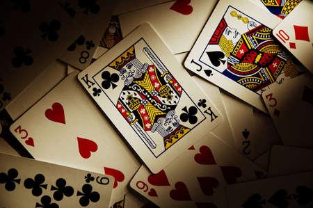 Jugar a las cartas sobre la mesa  Foto de archivo - 3108006