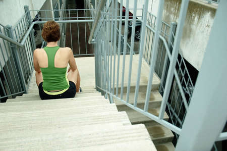 都市の成熟した女性ランナー。