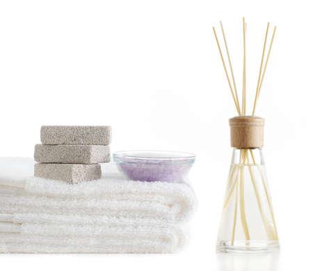 흰색 배경에 표시되는 목욕 제품. 스톡 콘텐츠