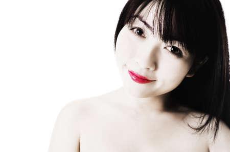 fair skin: Primer plano de una hermosa mujer china que tiene la piel muy justa y brillantes labios rojos.